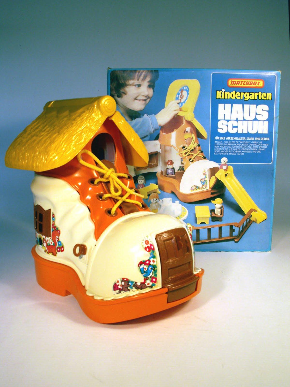 Kinderzimmer helden kindergarten hausschuh rutschbahn for Kinderzimmer 70er