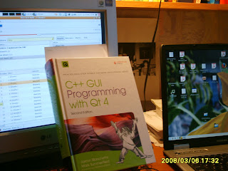 C++ GUI Programming with Qt 4 on my desk