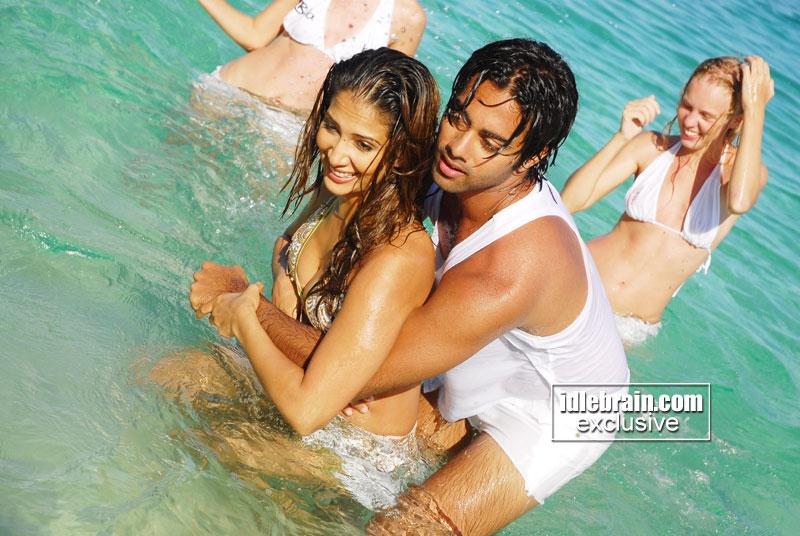 Kim Sharma Sizzling Hot