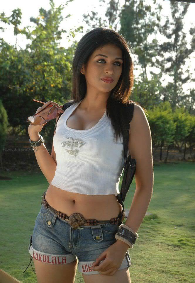 Shraddha Das huge boobs popping out