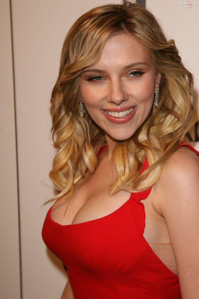 Scarlett Johansson exposing her big boobs