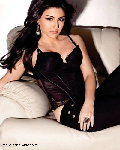 Soha Ali Khan exposing her body in black bikini