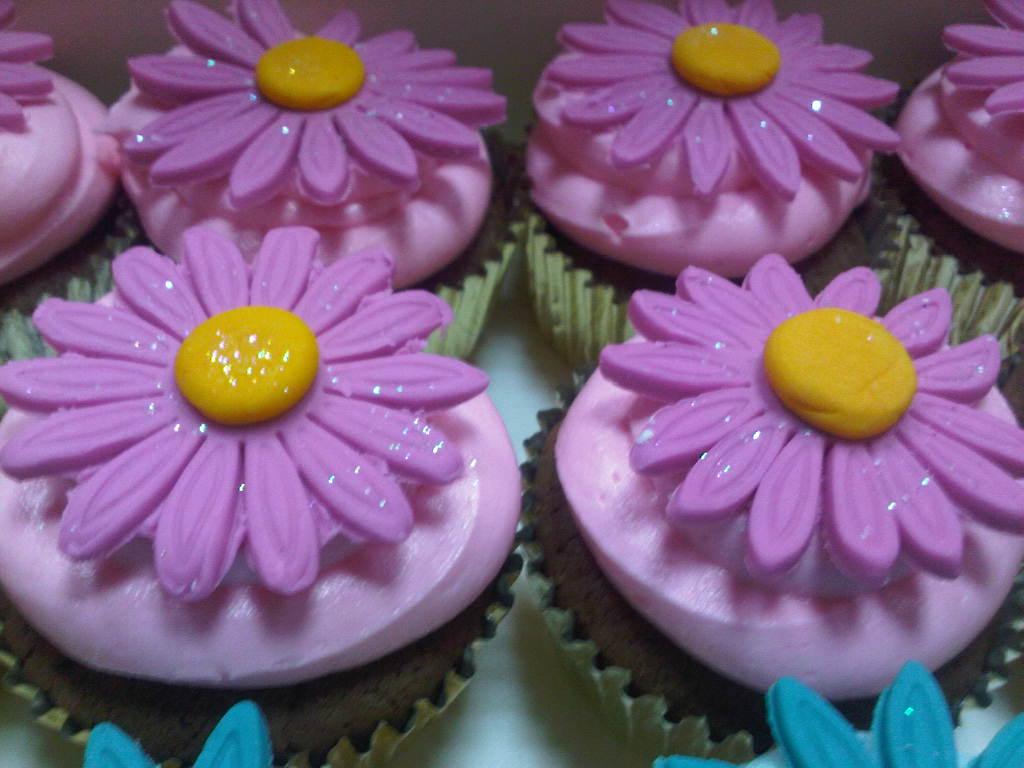 Reem's Cake Boutique: Daisy Flower Cupcakes ♥