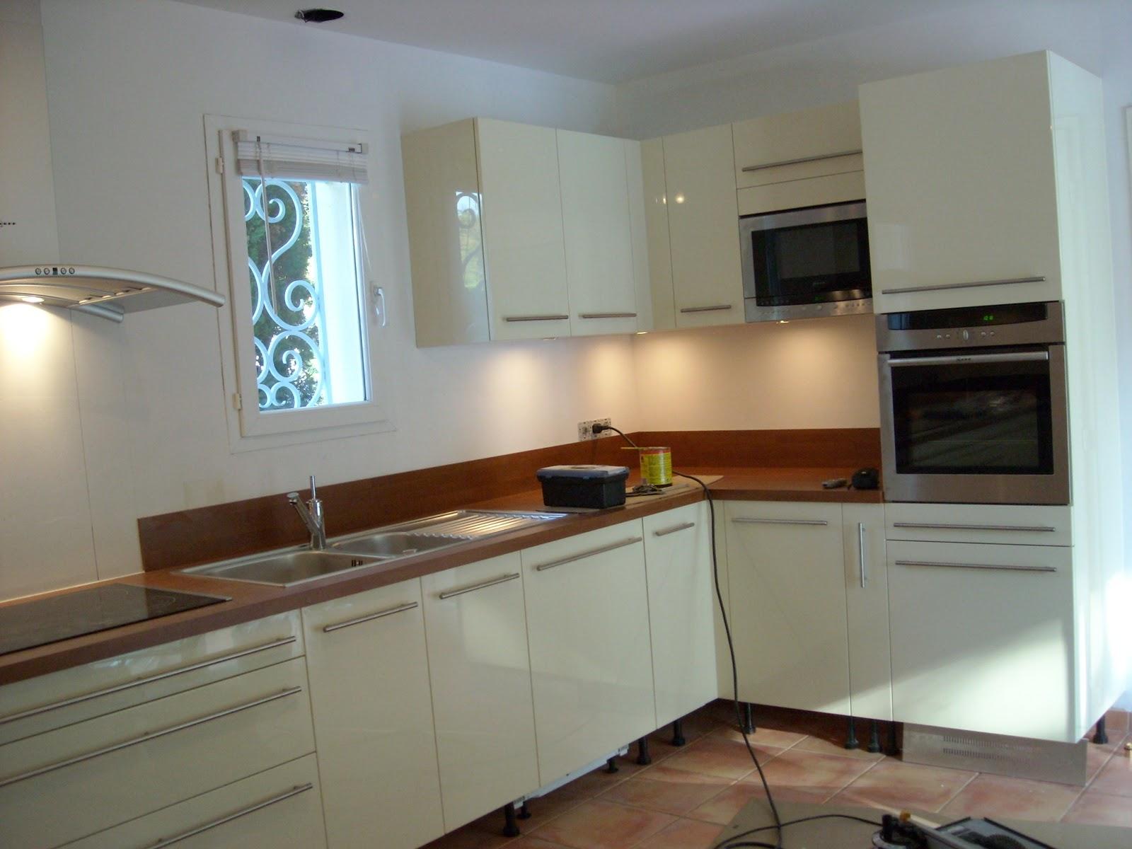Victor cuisine bain d coration cuisine laqu e blanche et for Cuisine plus electromenager