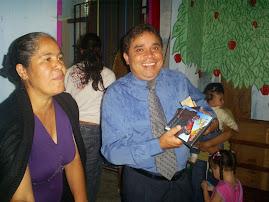 IRMÃ MARIA AJUDOU NA VENDA DOS DVD'S E CD NA IGREJA .