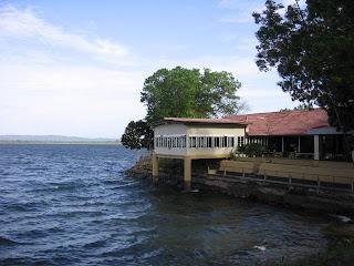 Polonnaruwa Resthouse Sri Lanka hotel on parakrama samudra lake