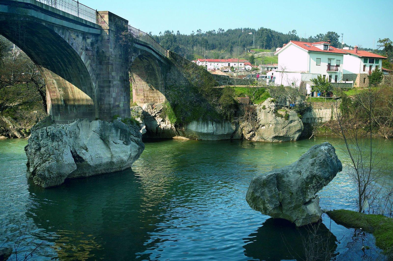 Aquí, Torrelavega . Puente que cruza el rio Saja hasta el pueblo de Ganzo (Foto: P. Cantero)