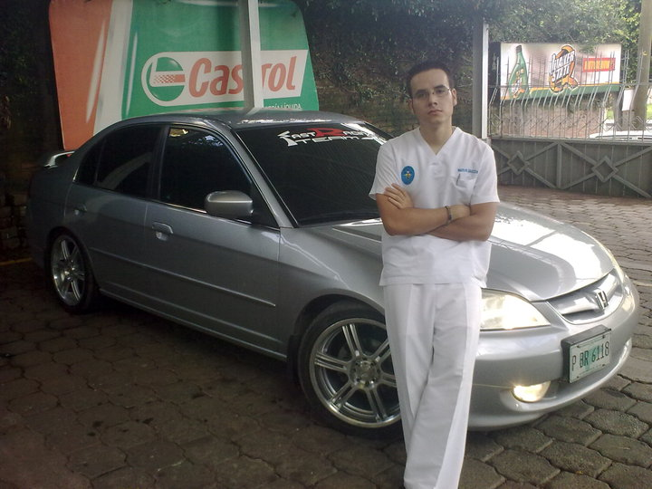 MARVIN CON SU CIVIC
