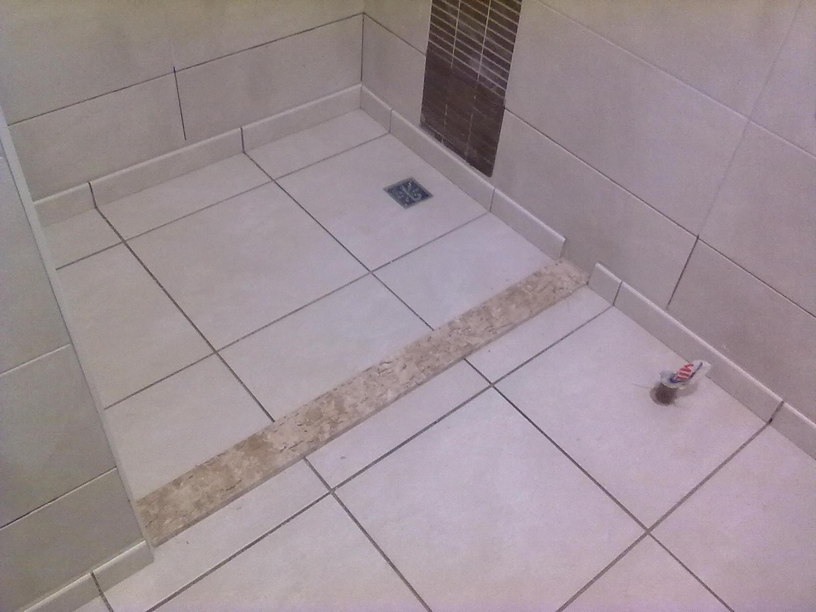 Falando em granito também foi instalado o chapim na divisa da  #665950 1600x1200 Bancada Banheiro Estreita