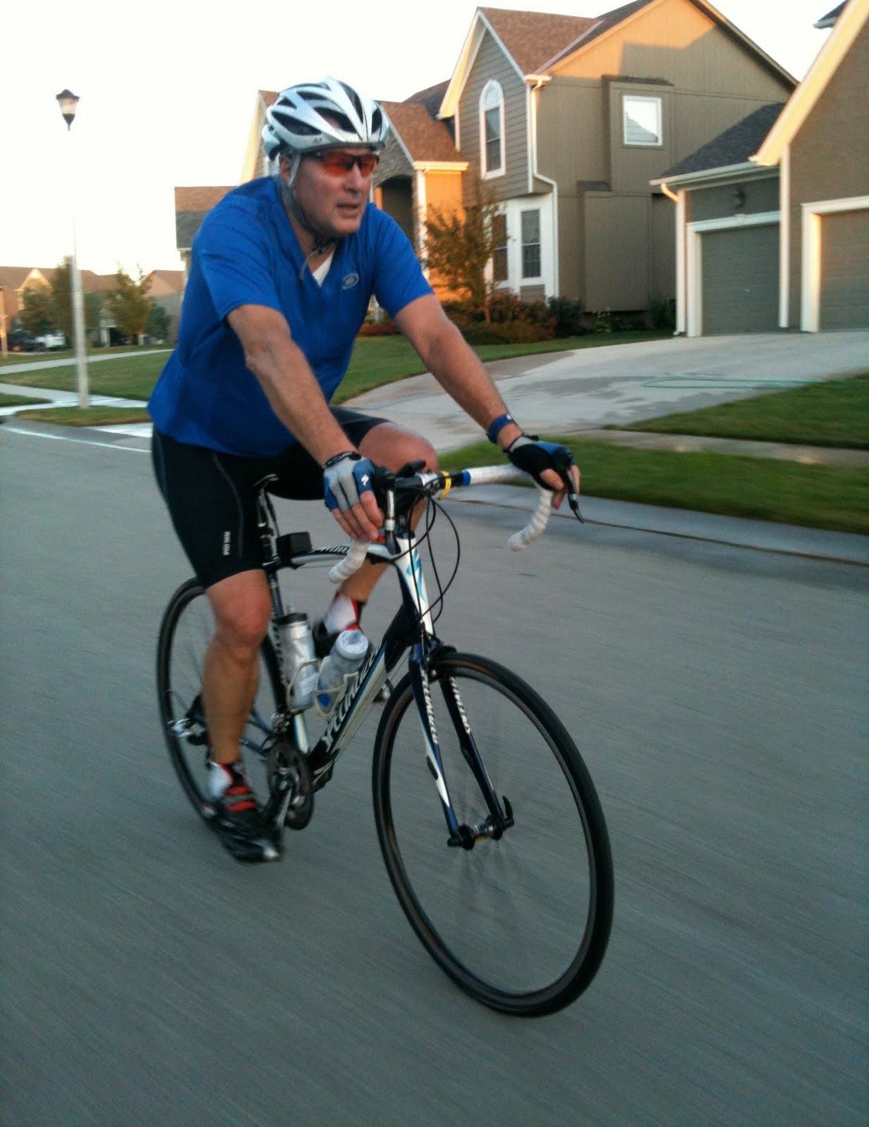 http://1.bp.blogspot.com/_NeIwbI5p47U/THP9e21M7LI/AAAAAAAAAjc/9lH1mini0-U/s1600/Biking100823004.JPG