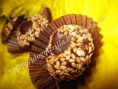 Kwirates b'zanjlane o choklat / Boulettes Marocaines aux graines de sésame et chocolat! DSC04520
