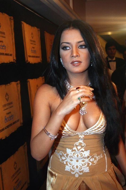 Hot+wallpapers+of+bollywood+actress+cleavage