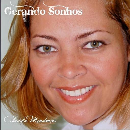 Cantora Claudia Mendonça