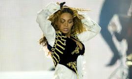 تقاضت 1.5 مليون دولار.. ورفضت إحياء حفل آخر .. وغيرت ملابسها أمام الجمهور.