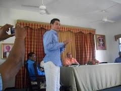 Viernes 16, en la actividad Camilo Then, comparte con los asistentes