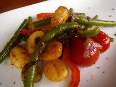 Gnocchi-Salat mit grünen Bohnen