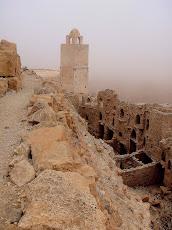 Le minaret dans la brume