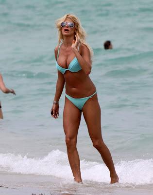 Victoria Silvstedt in bikini on Miami beach