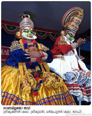 SriKrishnan(Kalamandalam Sreekumar) and Dharmaputhrar(Kalamandalam Gopi) in KirmeeraVadham Kathakali.