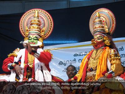 Nalacharitham Onnam Divasam Kathakali: Kalamandalam Gopi(Nalan), Sadanam Krishnankutty(Hamsam).