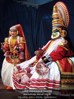 Nalacharitham Onnam Divasam Kathakali: Margi Vijayakumar as Damayanthi, Kalamandalam Gopi as Nalan.