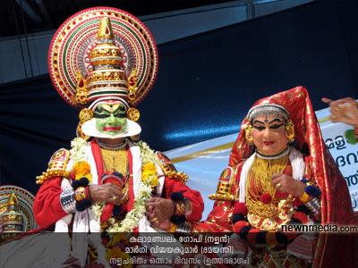 Nalacharitham Onnam Divasam Kathakali: Kalamandalam Gopi as Nalan, Margi Vijayakumar as Damayanthi.