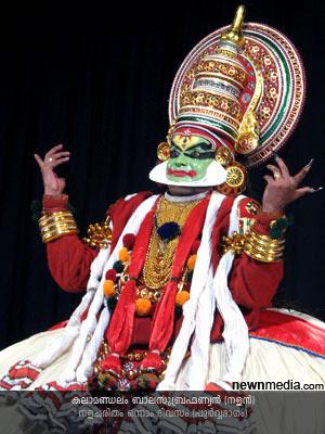 Nalacharitham Onnam Divasam Kathakali: Kalamandalam Balasubrahmanian as Nalan.