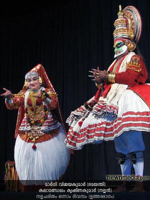 Nalacharitham Onnam Divasam - Uthara Bhagam Kathakali: Kalamandalam Krishnakumar (Nalan), Margi Vijayakumar (Damayanthi).