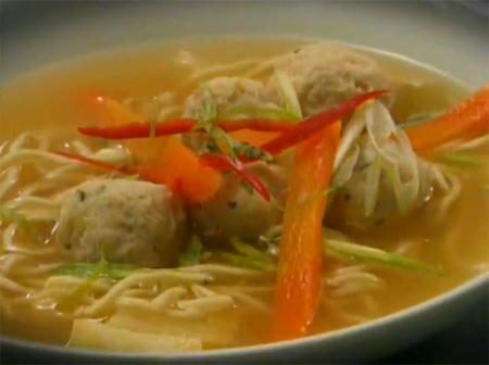 Tavuk Köfteli Çorba Nasıl Yapılır - Videolu Tarifi