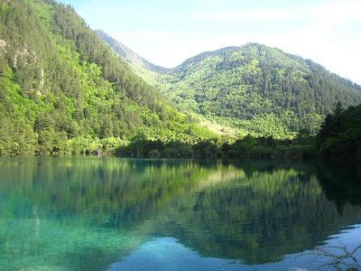 http://1.bp.blogspot.com/_NjSrU0QpdP8/TAW4JKQpxUI/AAAAAAAAAao/mo10-MDmbDw/s1600/Sparkling+Lake.jpg