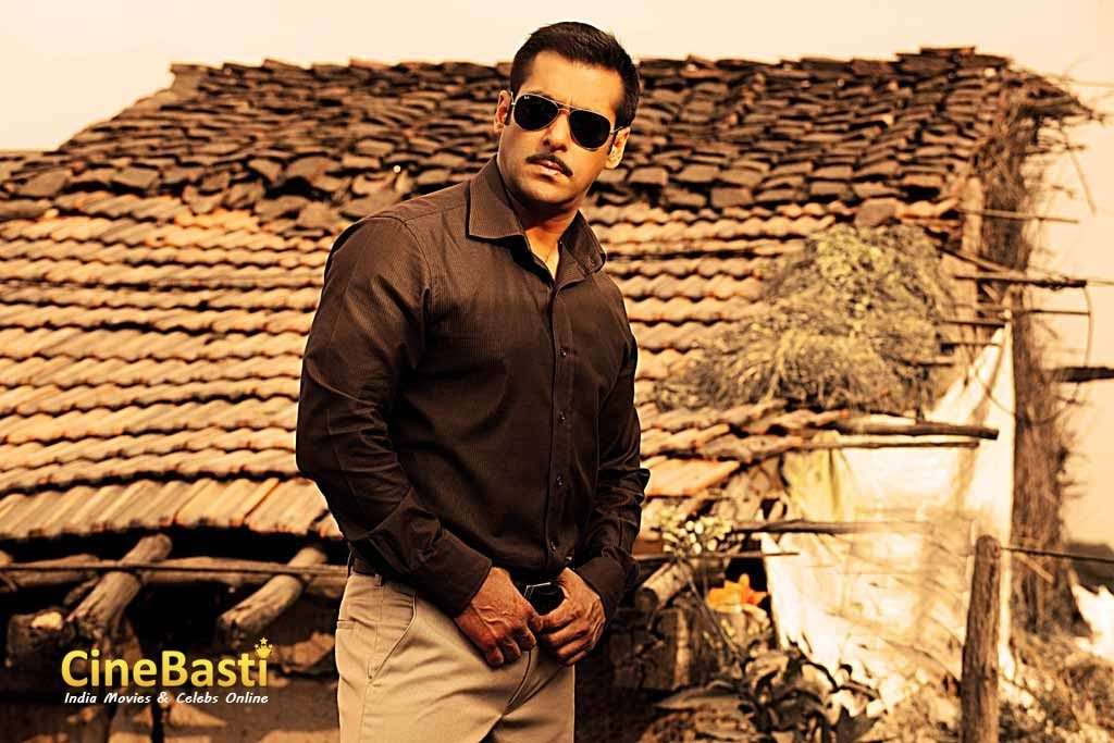 Wallpaper Image : Inspector Chulbul Pandey ( Salman Khan ) in Rural set up