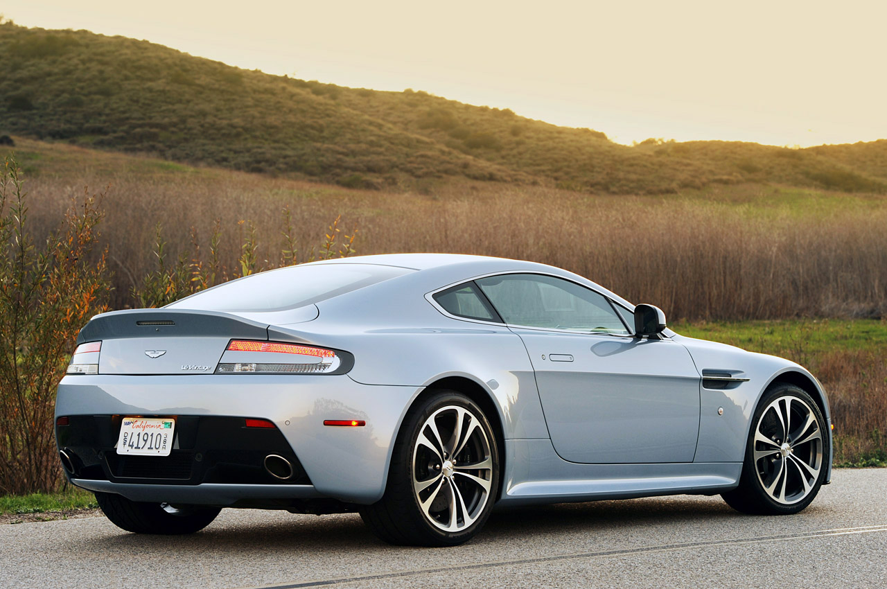emm pronounced edoublem 2012 aston martin vantage. Black Bedroom Furniture Sets. Home Design Ideas