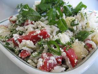 Articole culinare : Reteta Dietetica - Salata de Orez cu Branza si Iaurt