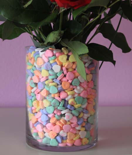 [valentine+flowers+and+easy+vase+craft+with+conversation+hearts]