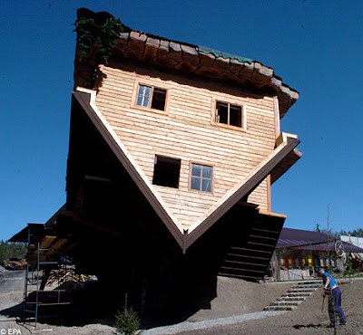 Upside Down House of  Daniel Czapiewski (8)  8