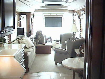 Luxury Buses: Travel In Comfort (30) 22