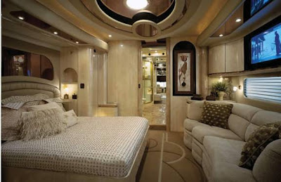 Luxury Buses: Travel In Comfort (30) 5