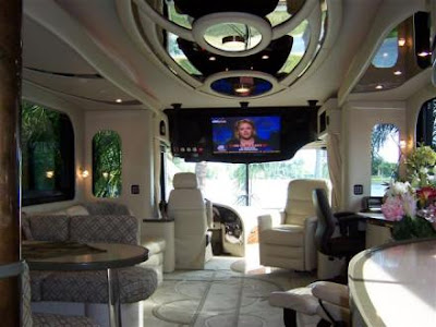 Luxury Buses: Travel In Comfort (30) 15