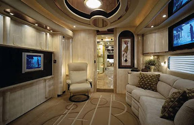 Luxury Buses: Travel In Comfort (30) 7