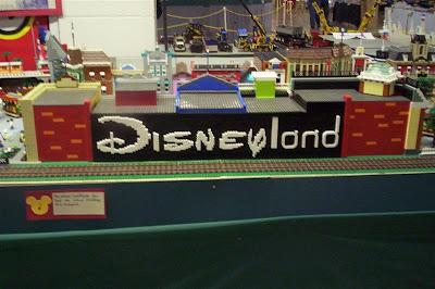 Lego Disney's Main Street (5) 1