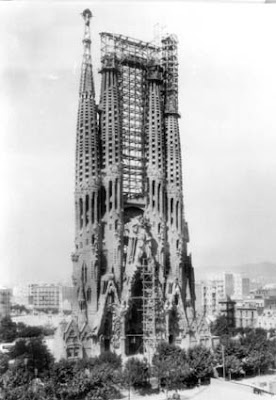 Sagrada Familia under construction (2) 1