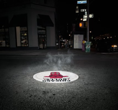 Creative and Clever Uses of Manhole In Advertisements (6) 6