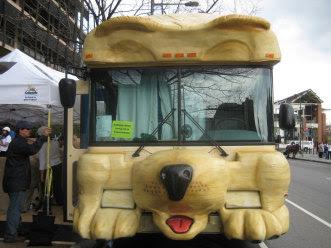 Dog Bus (2) 1