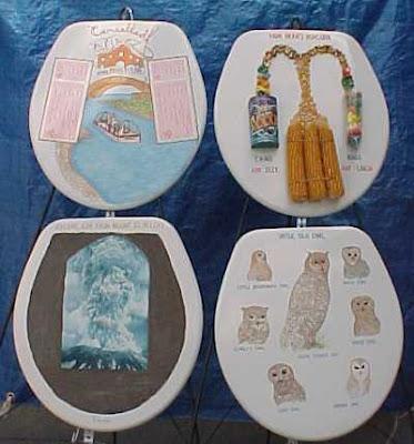 Toilet seat museum (3) 2