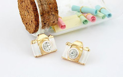 18 Creative and Cool Camera Earrings (18) 2