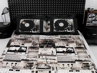 14 Cool and Creative Bed Sheets (14) 1