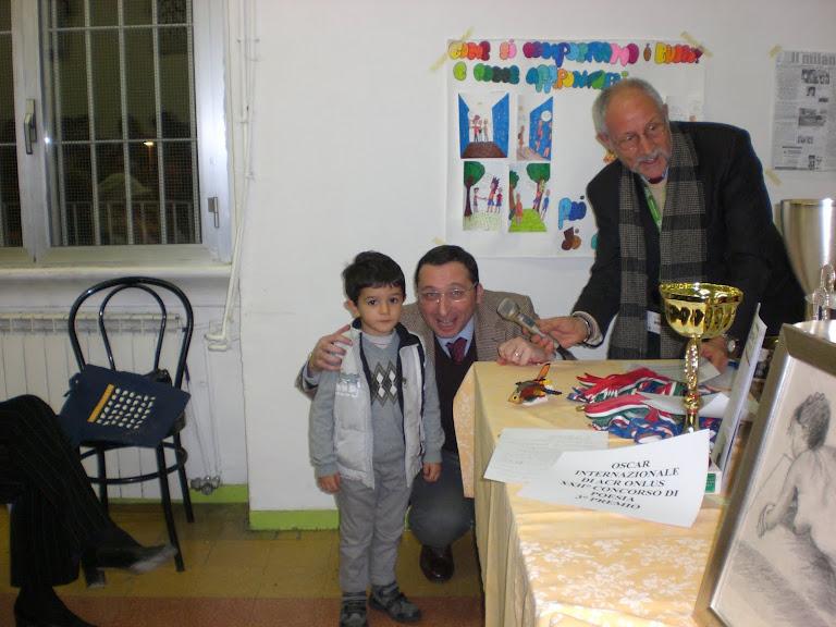 Il più piccolo Artista .. Gabriele.. di Monza, con un elicottero .. lego!