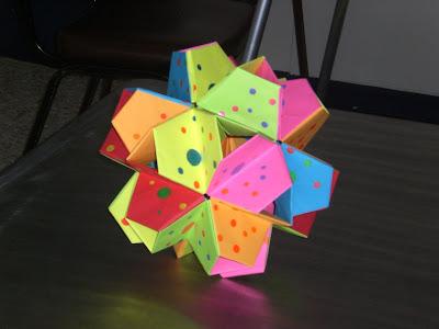 Diseño II: Icosaedro trunco estrellado (30 modulos),A familiar use of