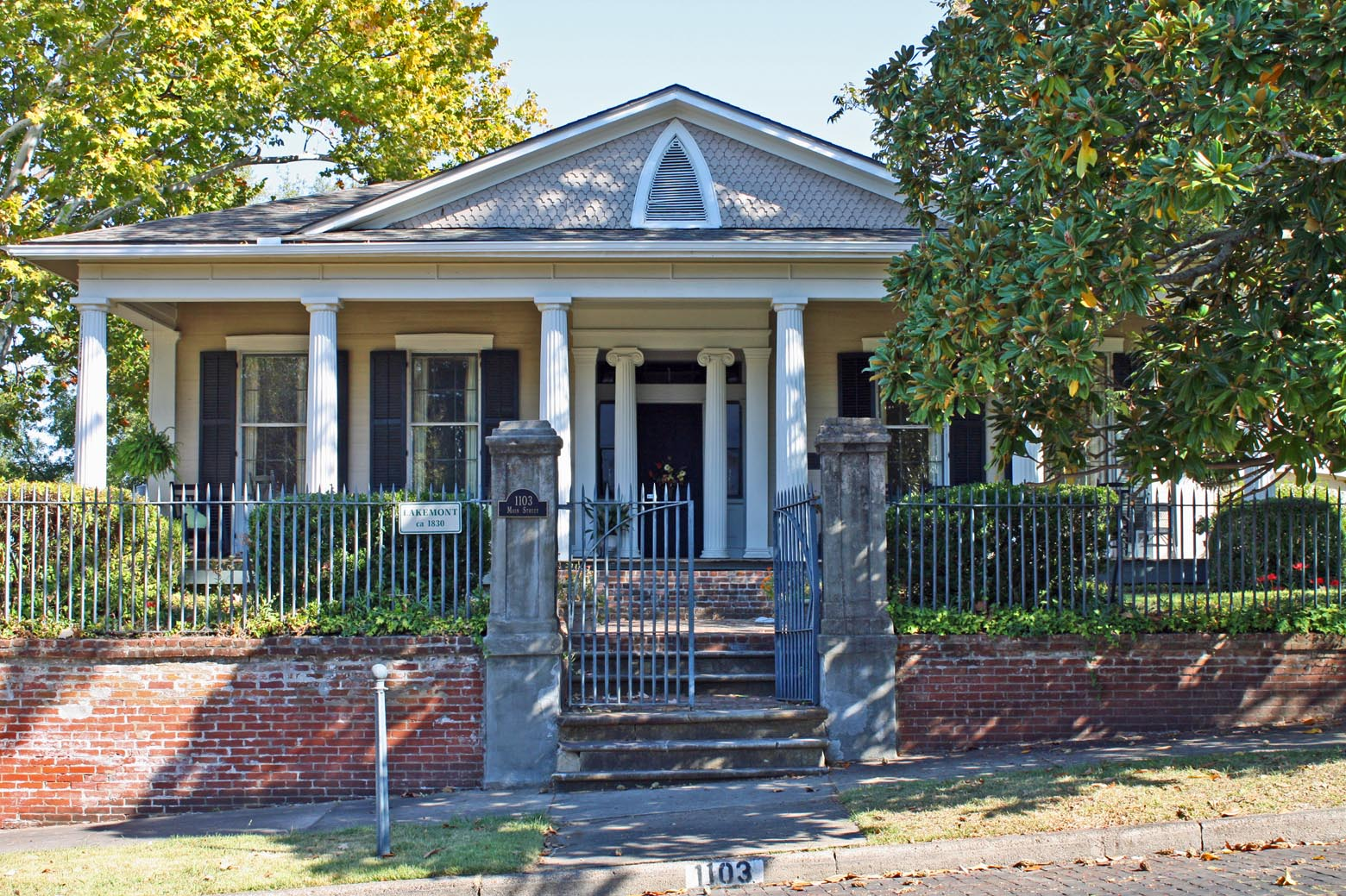 Southern lagniappe haunted antebellum houses of vicksburg for Antebellum homes