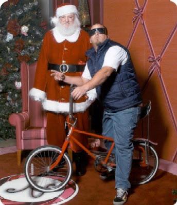 http://1.bp.blogspot.com/_NyKdf3aW_5s/ST_-E-jItAI/AAAAAAAAAVk/qIhvr5PQQAY/s400/daveerickson+christmasblog.jpg